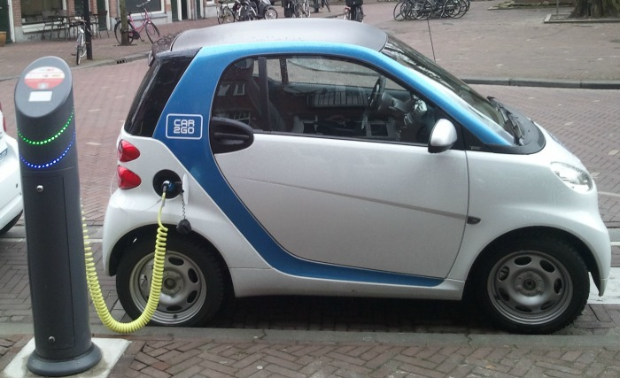electric vehicle charging, pic by Ludovic Hirlimann