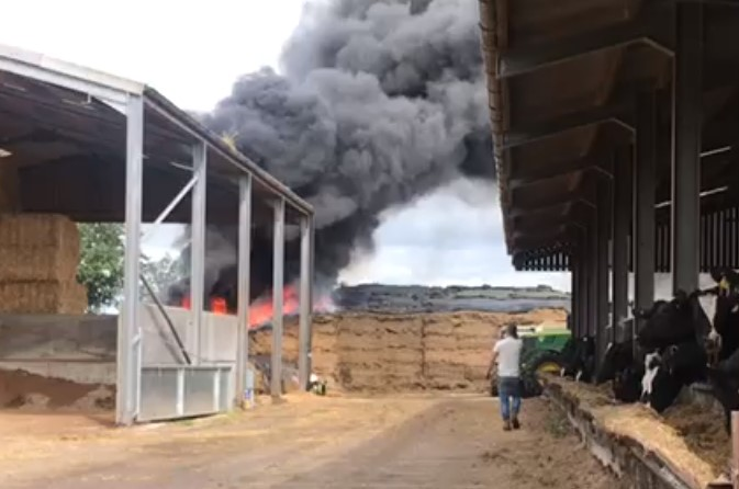 farm fire in broomhall - pic by Andy Heslop