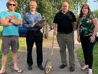 Councillors help residents measure out Barony Park for boundary work
