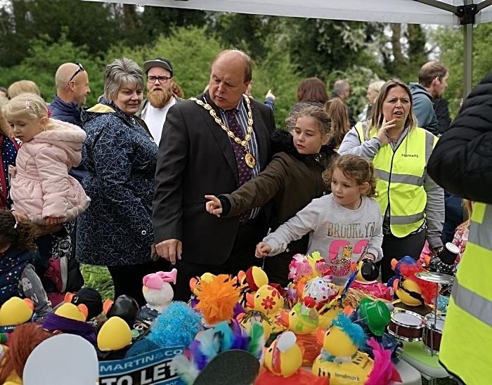 mayor chooses best dressed duck