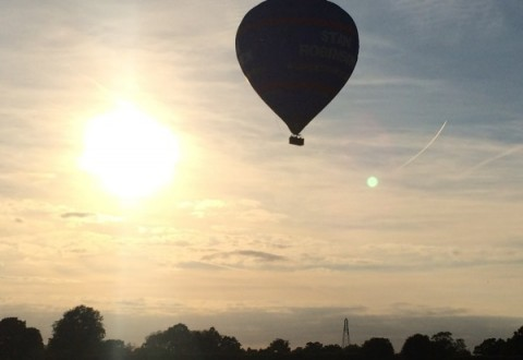 Hot air balloon over Nantwich aborts Wistaston landing