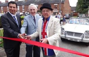 l-r Wayne Lewis - Brian Silvester - John Flackett cut the ribbon