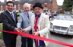 l-r Wayne Lewis - Brian Silvester - John Flackett cut the ribbon