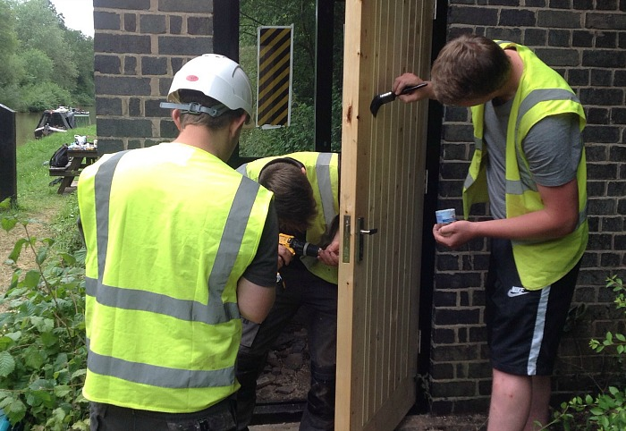 reaseheath students revamp canal side building for SUMBA 1