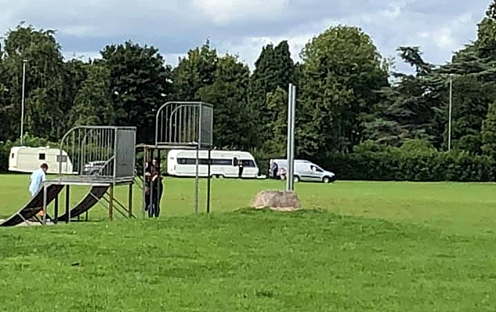travellers on barony park (1)