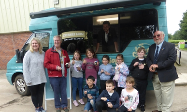 wingate centre children and ice cream van