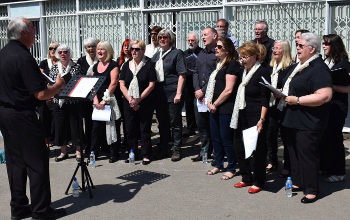 worm charming - The Funky Choir perform